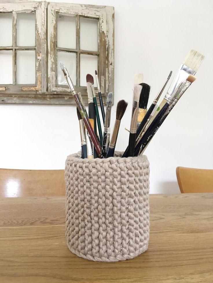 Stiftehalter mit Stulpe für Konservendose stricken. Eine tolle DIY Anleitung als Geschenkidee