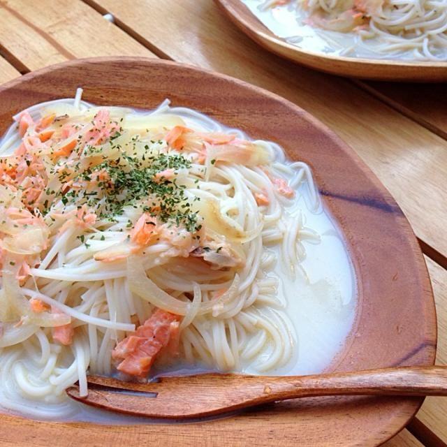 暑いからさっぱりしたもので♪ - 15件のもぐもぐ - 白石温麺のサンモーン豆乳パスタ(ニンニク風味) by マキ