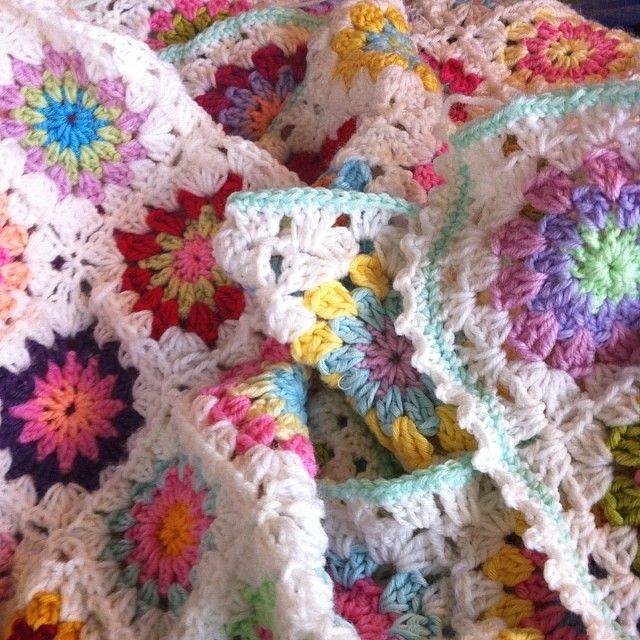 Hekle pledd i friske farger, oppskrift på lisebethslykkebo.blogspot.com