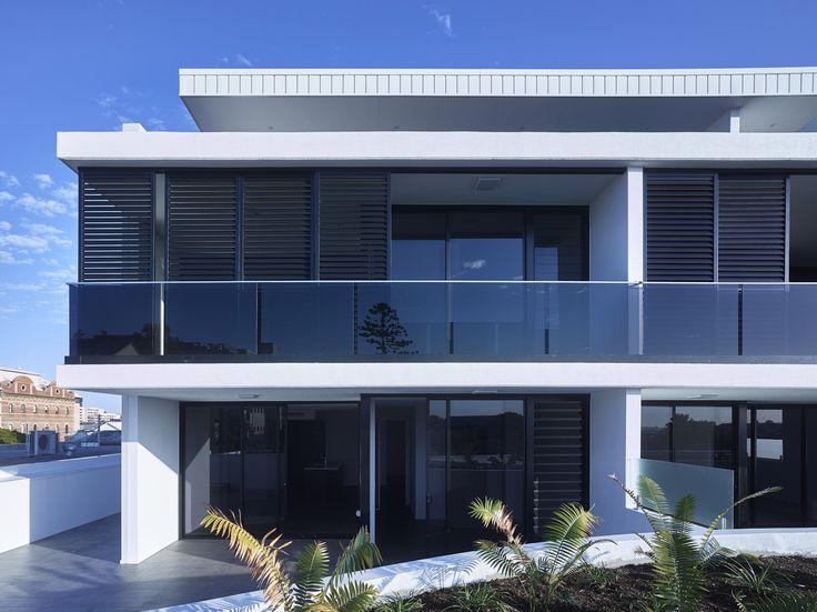 Argentum | Photography by Scott Burrows | Designed by Ellivo | www.ellivo.com | #design #architecture #balcony #garden #blinds #blackandwhite #residential