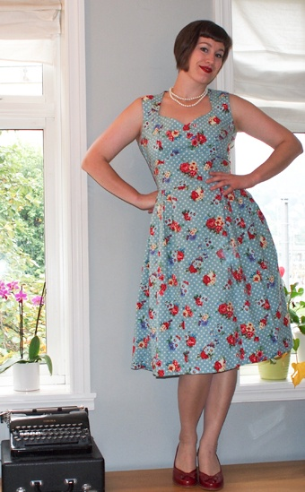Sweetheart neckline, polka dots and flowers = perfect summer dress!