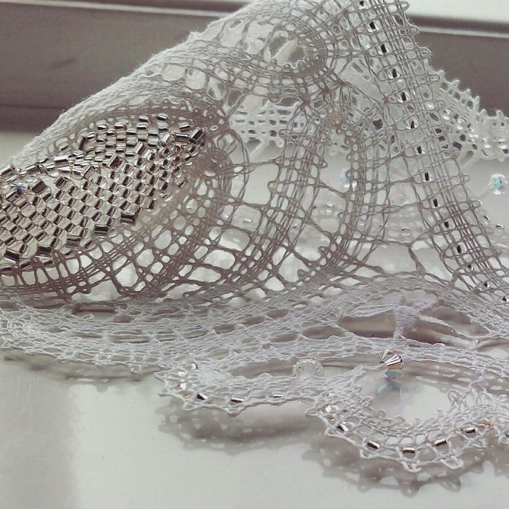 How to use together bobbin lace and beadings