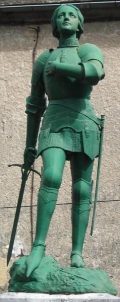 Statue de Jeanne d'arc et Monument aux morts – Sainte-Eulalie-d'Olt.
