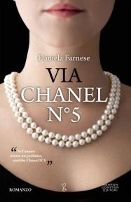 Se l'amore avesse un profumo, sarebbe Chanel N°5    È possibile assomigliare a una delle più grandi icone dello stile, indipendente, bella, desiderata ed elegante come Coco Chanel?