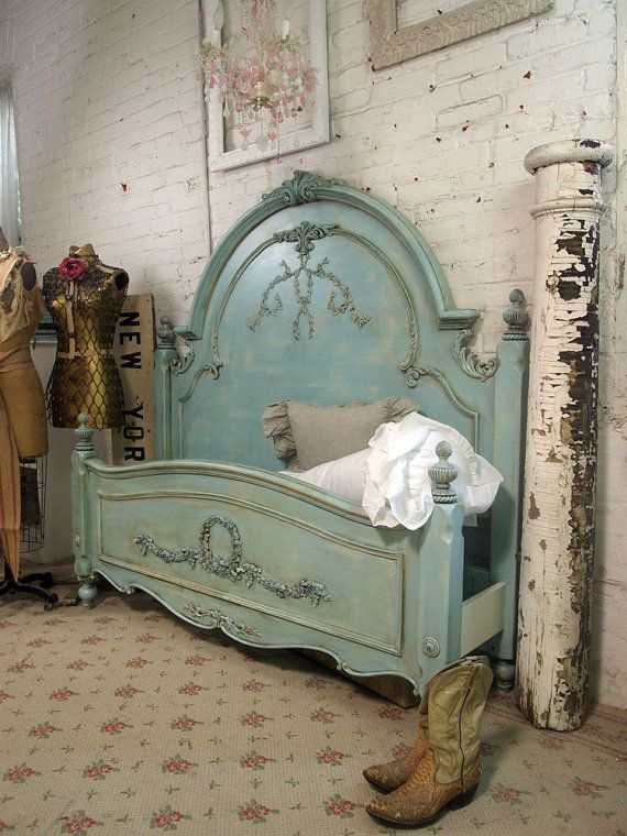 this vintage bed frame is amazing. i wish i could register for it :/