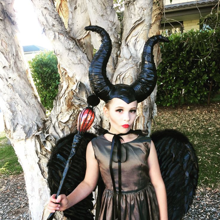 Along with my DIY No Sew Maleficent Costume, I'm sharing 88+ more really awesome handmade costume ideas from talented bloggers everywhere! Without ever seeing the movie Maleficent, my toddler decided that she wanted to be a witch for Halloween. Not Elsa, not Cinderella, not seusinteresses.tk wanted to be Maleficent.