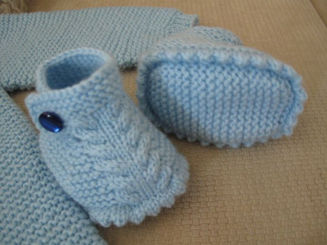 http://www.ravelry.com/patterns/library/dino-baby-booties/people?page=3