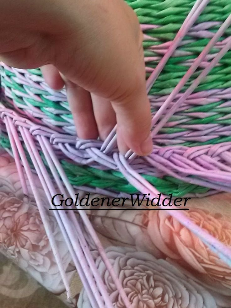 Плетение из газетных трубочек: Загибка объёмная двумя трубочками. Хлебница.