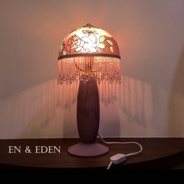 ELEGANT TABLE LIGHT WITH ALABASTER LAMP SHADE