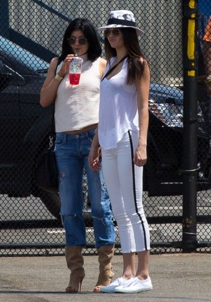 Kendall and Kylie Jenner Photos - The Kardashian Klan Is Off To The Hamptons In A Helicopter - Zimbio
