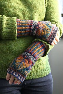Oregon Hand Warmers pattern by Alice Starmore | Knitting and Patterns | Pinterest | Knitting, Hand warmers and Mittens