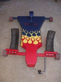 O carrinho de rolimã já fez parte da infância de muitos, inclusive da minha, basicamente era uma chapa de madeira com rodas e um eixo impr...
