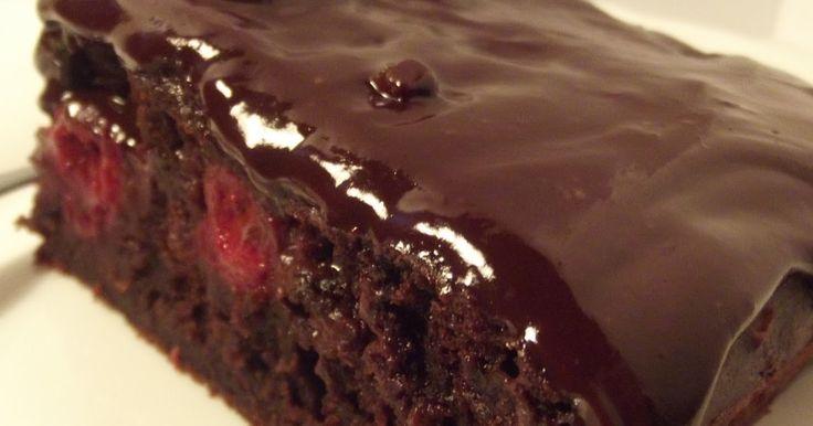 """""""O rety, jak mi się chciało takiego ciasta! Tak bardzo, że jak już je upiekłam, to nie czekając na wystygnięcie, polałam czekoladowym gan..."""