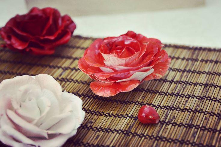 "405 отметок «Нравится», 23 комментариев — Porcelain flowers. Ceramics. (@anri.irene_porcelain.art) в Instagram: «Handmade porcelain roses, variants. In the center two-color tea hybrid rose ""New fashion"". Flowers…»"