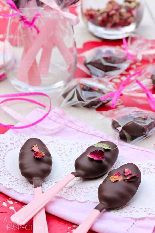 Amazing Chocolate and Roses Truffle Spoons - Easy Truffle Recipe #valentinesday