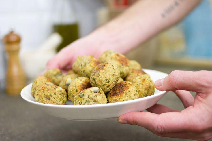 Fritte o al forno, le polpette di carciofi e tonno si sono rivelate una pietanza squisita da provare assolutamente. Anche i bambini ne saranno felici!