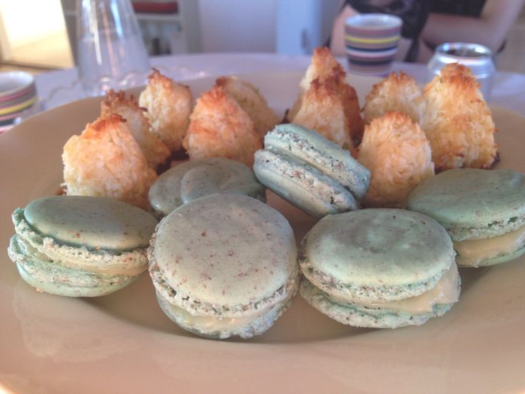 And some more macarons with white chocolate and lemon flavor. Great composition ❤