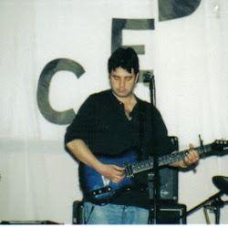 Raúl Duarte. Compositor y arreglador. Ex Sexual Democracia.  http://www.emoderna.cl/component/content/article/34-ex-alumnos-destacados/158-raul-duarte-compositor-y-arreglador-ex-sexual-democracia