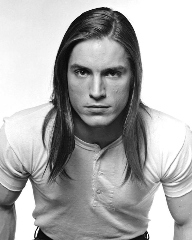 Joe Dallesandro....HERE'S ONE OF MY FAVORITE ACTORS AT THE TIME.....ANDY WARHOL FOUND THIS GUY AND PUT HIM IN THE MOVIES......HOO-RAY FOR US.