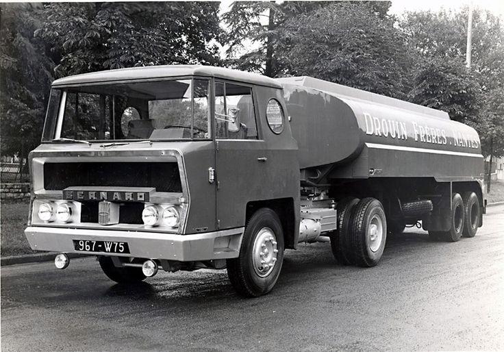 Camion Bernard TDA cabine Charbonneaux et citerne Drouin,  1960.