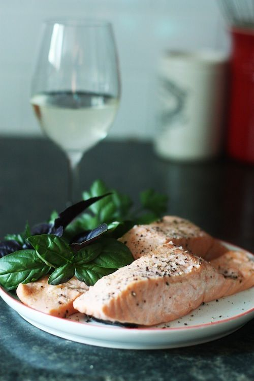 Simple poached salmon recipe fresh basil fresh chives for Poaching fish in wine