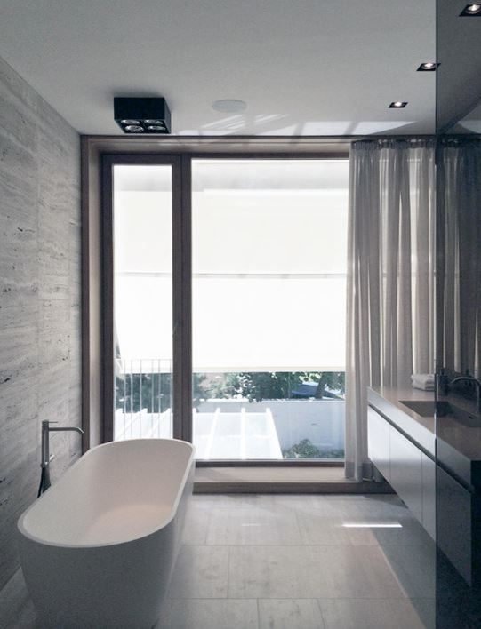 Enjoy elegance at its finest with the BW-07 stand alone bathtub. The gentle curves and flowing lines on the rectangular design of this luxury bathtub are well conceived for an uncomplicated design ideal for bathing purists. Indulge in all the therapeutic benefits of a deep tub that forms to body shape and is incredibly comfortable to soak in.