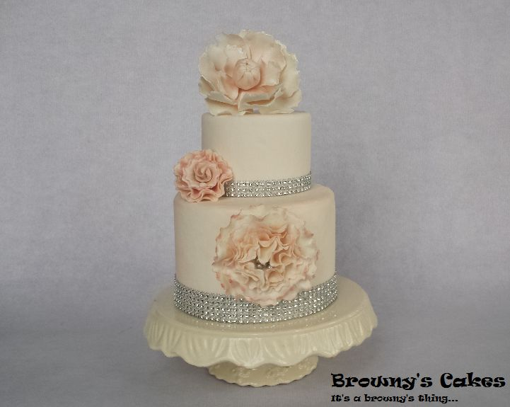 Wedding cake  You can follow Browny's cakes on: Twitter: @brownyscakes Pinterest: http://pinterest.com/brownyscakes Facebook: https://www.facebook.com/BrownysCakes Instagram: Browny's Cakes Youtube Channel:http://www.youtube.com/user/BrownysCakes  For a cake order send Browny's cakes an e-mail: E-mail: info@brownyscakes.com