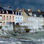 Grandes marées et coup de vent ce week-end sur les côtes de la Manche  https://www.francebleu.fr/infos/climat-environnement/grandes-marees-et-coup-de-vent-ce-week-end-sur-les-cotes-de-la-manche-1471607138pic.twitter.com/vcNJSsnuf3