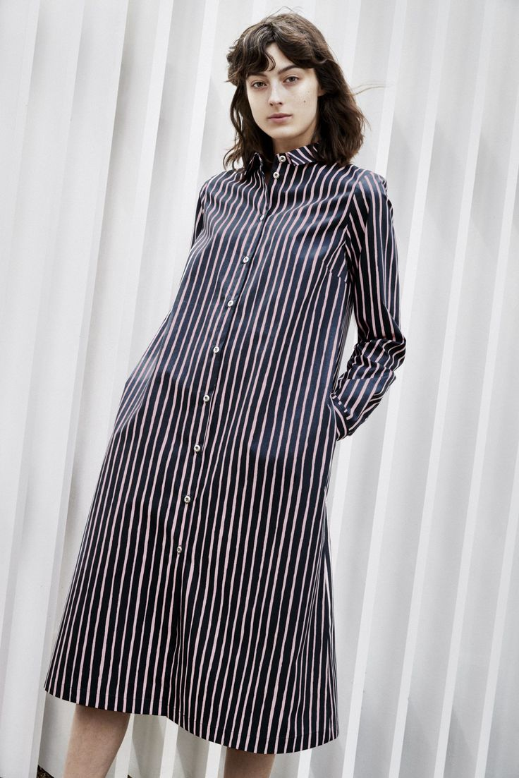 Marimekko trina dress is a classic button-up dress, which is made of cotton in a charcoal and pink Piccolo pattern.