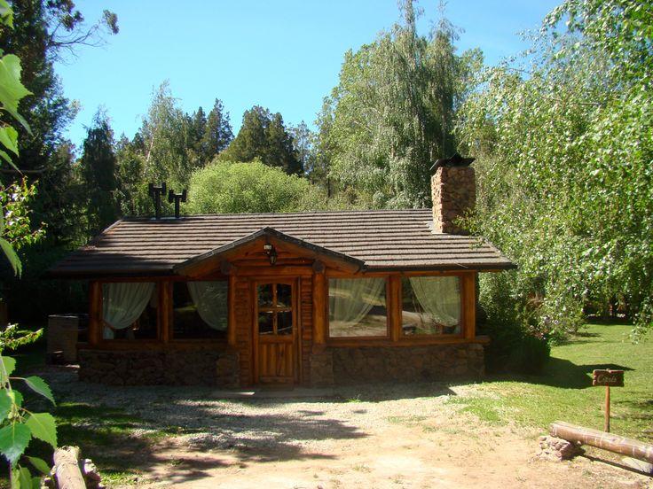"""Cabaña """"Ciprés"""" : Es nuestra cabaña más grande, cuenta con dos dormitorios independientes y dos baños completos, uno de ellos en la suite matrimonial.Es la …"""