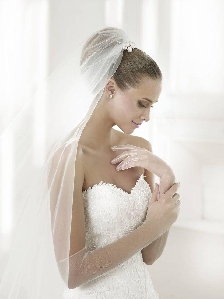 Beca esküvői ruha - La Mariée esküvői ruhaszalon - Pronovias 2015 http://lamariee.hu/eskuvoi-ruha/pronovias/beca