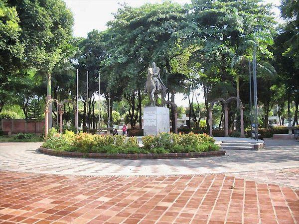 Estatua del libertador Simon Bolivar. Cúcuta en el parque Simón Bolívar del barrio Colsag, (Gran Colombia con avenida 11) comúnmente conocida como avenida Guaimaral.  #soloprivilegios comparte para ti https://twitter.com/hotelcasinoint http://www.hotelcasinointernacional.com.co/ https://www.facebook.com/hotelcasinointernacionalcucuta