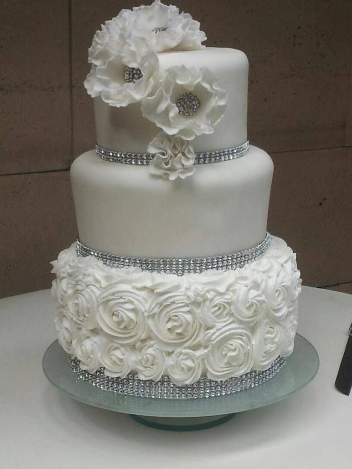 wedding cakes with diamonds and pearls 17 best images about cakes diamonds amp pearls on 26019
