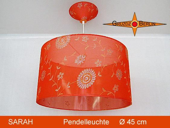 Leuchte SARAH Ø 45 cm, Pendellampe mit Baldachin, Seide. Wie ein orangefarbener Hauch schwebt sie im Raum.