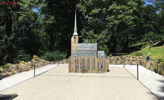 V království miniatur přibyla zmenšenina plzeňské katedrály, vyrobili ji vězni