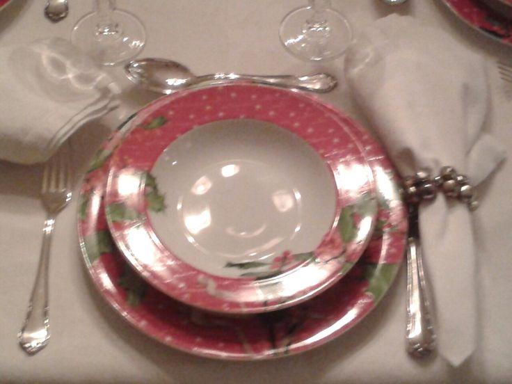Ένα κοντινό στα καινούρια μας πιάτα.