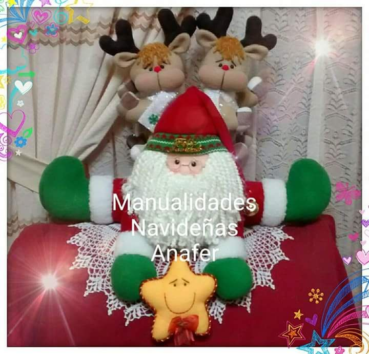 Cojín Noel con renitos. Elaborado en tela polar, peluche carnerito y relleno con…