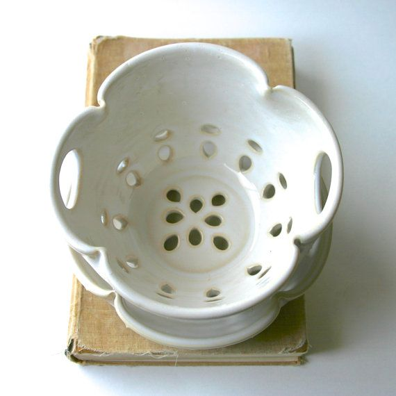 Ceramic Colander Berry Bowl with Strainer Tray - Creamy White French Country Dinnerware