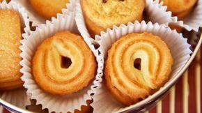 Friabili, dolci e profumati, i frollini al burro sono i tipici biscotti danesi, dal gusto inconfondibile. Fai in casa i frollini al burro di tutte le forme.