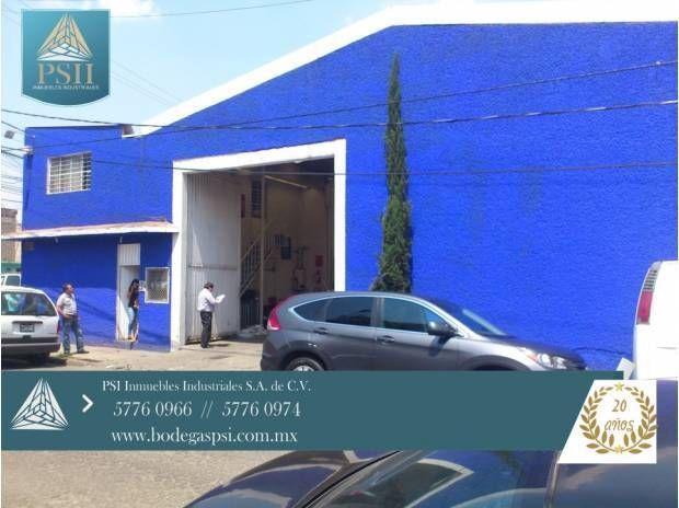 CARACTERISTICAS: 542 m2. DE SUPERFICIE TOTALMENTE TECHADA 20.00 mts DE FRENTE POR 27.00 mts DE FONDO 100mts. DE OFICINAS EN P.A. BAÑOS PARA OBREROS HOMBRES Y MUJERES BAÑOS PARA EMPLEADOS ENTRADA PARA CAMION DE 3.5 TONS. CISTERNA LUZ TRIFASICA ALTURA LIBRE DE 6.00mts.PISO DE CEMENTO REFORZADO TECHADO DE LAMINA GALVANIZADA Y TRASLUCIDA OBSERVACIONES: SIN COLUMNAS INTERIORES 64m2. DE TAPANCO CON SALA DE JUNTAS A DOS CALLES DE AVENIDA CENTRAL CUENTA CON 5 LOCALES EN P.B.  PRECIO DE VENTA…