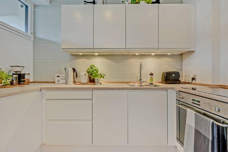 HTH kitchen, Ferm wallpaper, Smeg oven, Bodum coffeegrinder