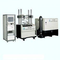 Sebuah mesin fatigue tester biasanya digunakan untuk melakukan pengujian fatigue pada sebuah karet (rubber). Fatigue tester ini terdiri dari aktuator hidrolik yang dioperasikan dengan dipasang ke beban kekakuan bingkai tinggi untuk menerapkan beban ke spesimen. Karena sistem ini hidrolik dioperasikan, adalah mungkin untuk mencapai kedua beban tinggi dan frekuensi siklik tinggi.