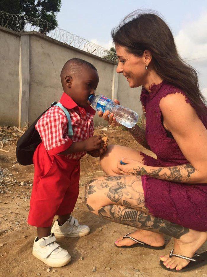 Πρώτη μέρα στο σχολείο για το αγόρι που το εγκατέλειψαν επειδή ήταν «μάγος» |thetoc.gr