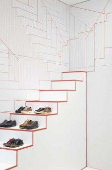 Schody – długie i liczące zaledwie kilka stopni, prawdziwe i narysowane na ścianie, symbolizujące ruch, chodzenie, zmianę miejsca. Taką scenografię stworzyli projektanci z holenderskiego Studio Makkink & Bey w sklepie obuwniczym marki Camper w Lyonie. http://sztuka-wnetrza.pl/977/artykul/schody-w-nieskonczonosc
