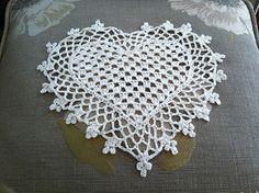 Ravelry: #crochet, doily, heart shape, Valentine, decoration, #haken, gratis patroon (Engels), kleedje, decoratie, hart, onderzetter, Valentijn, #haakpatroon