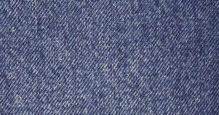 Como remover resíduos de adesivo do jeans. Lojas de roupas muitas vezes colocam adesivos em jeans para indicar tamanho e preço. Esses adesivos são fáceis de remover, mas, muitas vezes ,deixam resíduos pegajosos que não saem facilmente. Se após lavar a calça jeans elas ainda estiverem grudando, é hora de tentar um outro método de remoção. Dissolva o resíduo utilizando um solvente encontrado ...