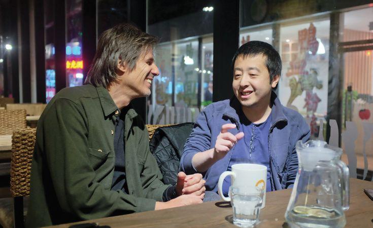 """""""Os filmes do cineasta nos levam a reflexões profundas sobre a nossa existência. Ao mesmo tempo que é realidade chinesa nua e crua na veia do espectador, seus dramas contemporâneos e questões existenciais são universais."""""""