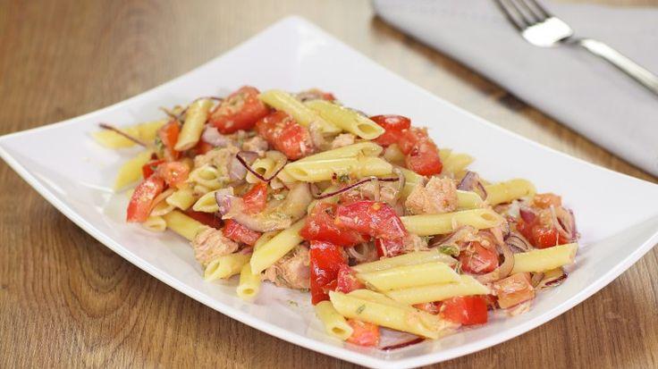Ricetta Insalata di pasta profumata: L'insalata di pasta profumata è uno dei primi piatti dell'estate...una semplice pasta da servire tiepida o fredda.