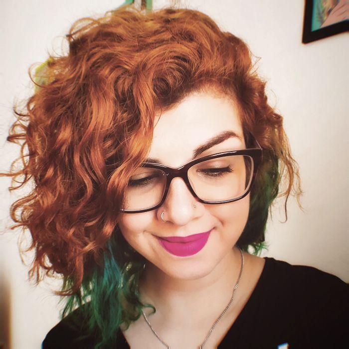 Cabelo cacheado de duas cores (ruivo acobreado e verde) #hair #curlyhair #greenhair