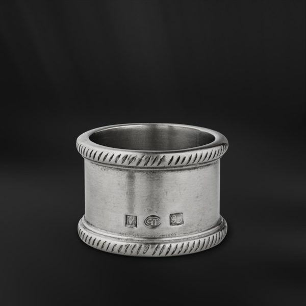 Pewter Napkin Ring - Diameter: 5 cm (2″) - #pewter #napkin #ring #peltro #allacciatovagliolo #allaccia #tovaglioli #zinn #serviettenring #étain #etain #rond #serviette #peltre #tinn #олово #оловянный #tableware #dinnerware #table #accessories #decor #design #bottega #peltro #GT #italian #handmade #made #italy #artisans #craftsmanship #craftsman #primitive